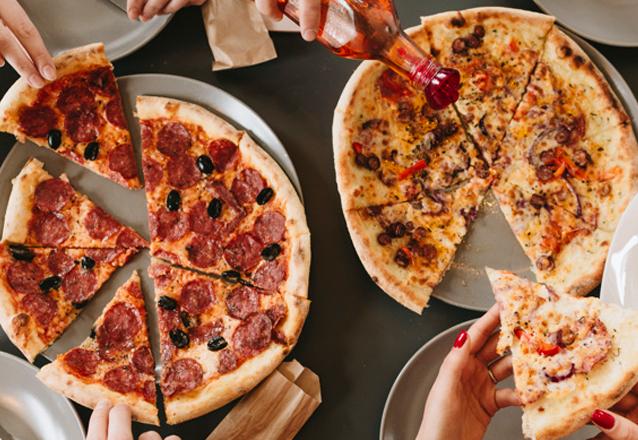 Rodízio de Pizzas Delivery com bebida inclusa para 20 pessoas de R$750 por apenas R$599,90 (R$30 por pessoa)