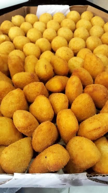 01 Bolo Chantininho para 15 pessoas + 100 Salgadinhos + 25 Docinhos + 06 Cupcakes por apenas R$99,90
