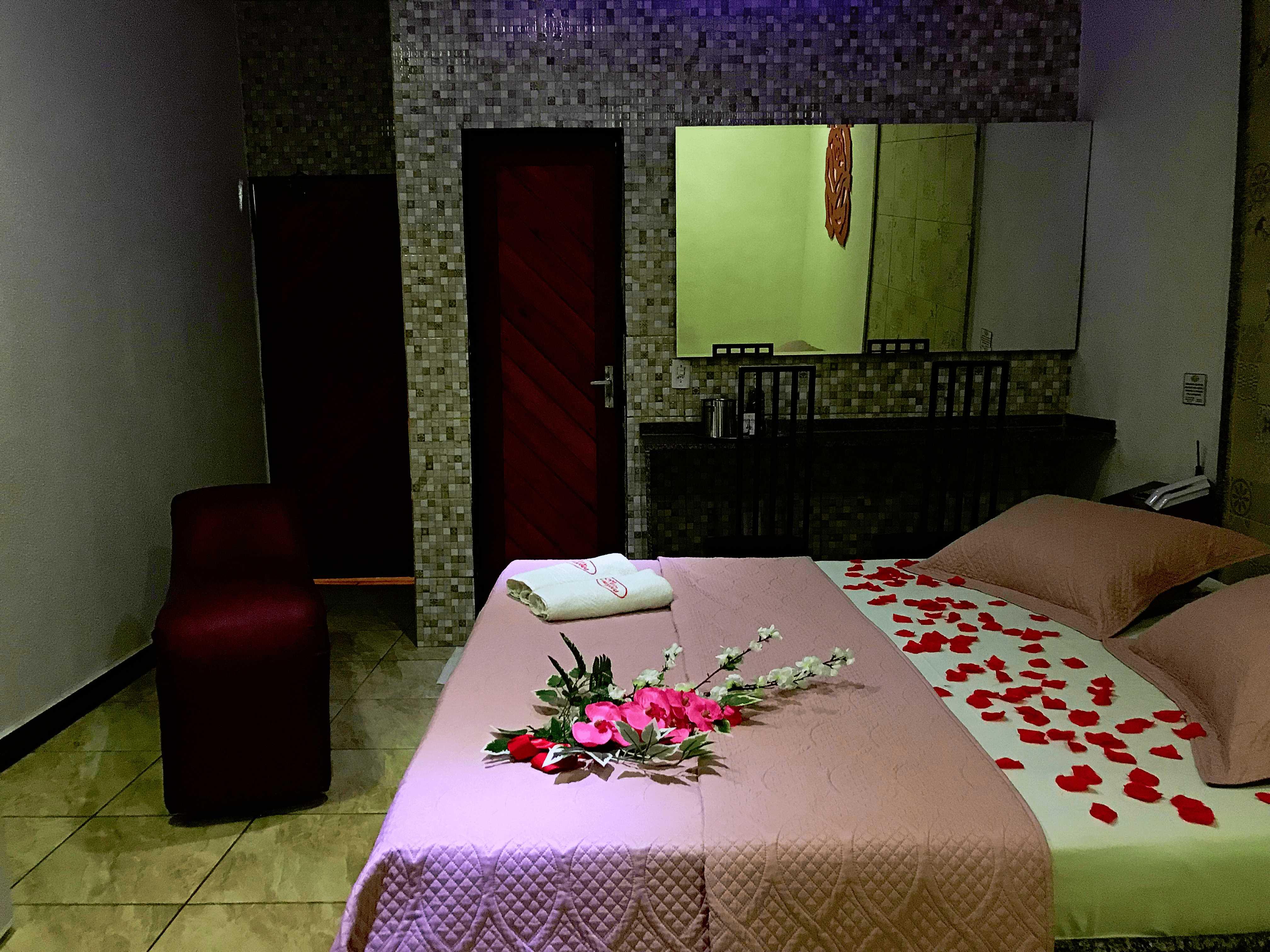 2h com 1h de Bônus na Suíte Luxo para até 2 pessoas por apenas R$27,90