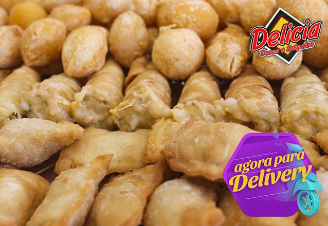 Toda festa tem que ter! 100 Salgadinhos variados (coxinha, bolinha, pastel, risole e canudinho) da Delícia Doces e Salgados por apenas R$11,99. Válido para Delivery!