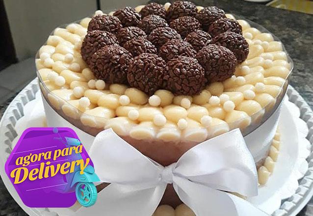 Para qualquer comemoração! Naked Caked para 20 pessoas + 100 salgados + 50 doces gourmet + 2 refrigerantes de R$170 por apenas R$139 na Hello Cakes