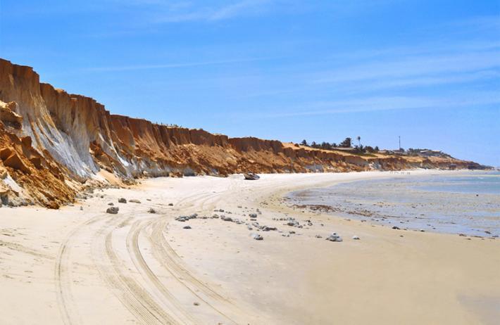 3 Praias em 1 dia com a Lindarosa Turismo! Passeio para Morro Branco, Praia das Fontes e Canoa Quebrada de R$99 por R$74,90