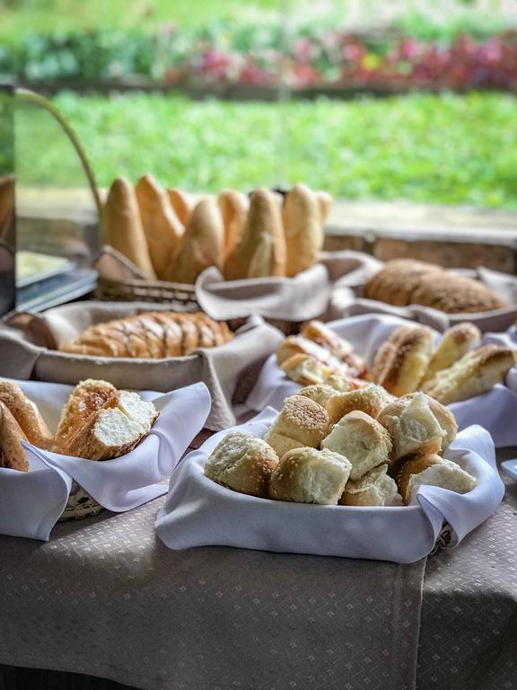01 Diária no meio da semana (de domingo a quinta a partir de Fev/2021) na Suíte Premium para 2 adultos + café da manhã + R$50 de crédito no restaurante Vale das Nuvens de R$500 por apenas R$340