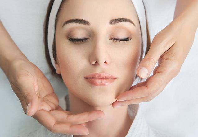 O tratamento completo para sua pele na Dra Viviane Boaventura! Limpeza de Pele + Peeling de Diamante + Máscara Hidratante e clareadora ADCOS por apenas R$139,90