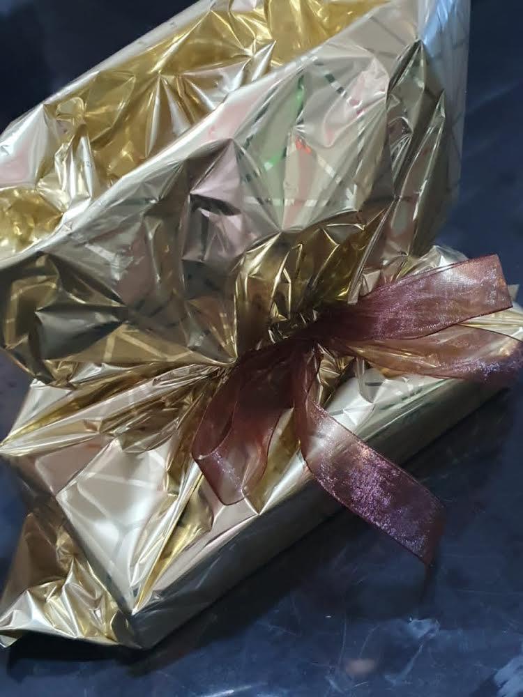 Caixa com 3 itens (1 enamorado, 1 palha italiana e 1 alfajor) De R$18 por apenas R$14,76