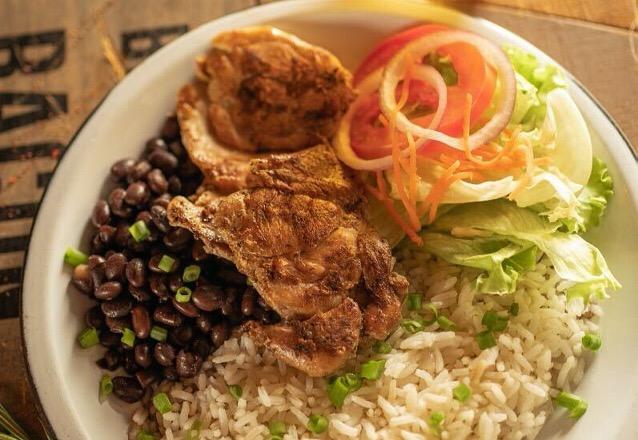 Almoço Todo Chancho Dia no Melhor de Fortaleza! - Pratos com Linguiça ou Frango de R$19 por apenas R$15,90