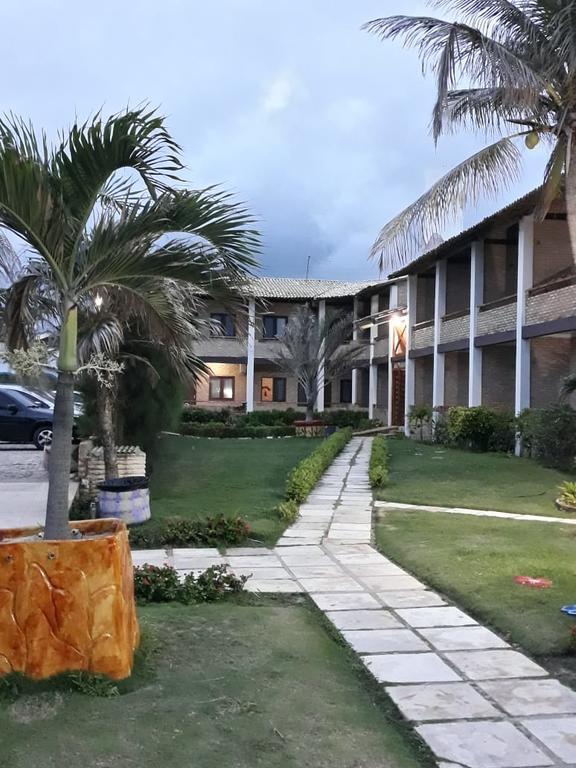 2 Diárias (Fevereiro a Novembro 2021, exceto Julho) para 2 adultos e 1 criança de até 12 anos + café da manhã de R$500 por apenas R$349 no Hotel das Falésias