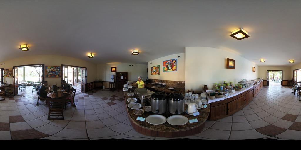 1 diária (domingo a quinta) Fevereiro a Junho para 2 adultos e 1 criança de até 6 anos + café da manhã de R$300 por apenas R$155