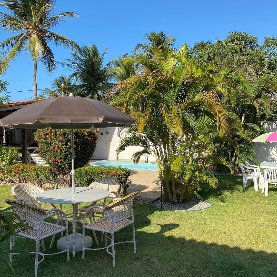 Seu refúgio perfeito na praia de Flecheiras é no Chalés do Guerreiro! 2 diárias para 2 adultos e 1 criança de até 3 anos + café da manhã de R$520 por apenas R$467,90