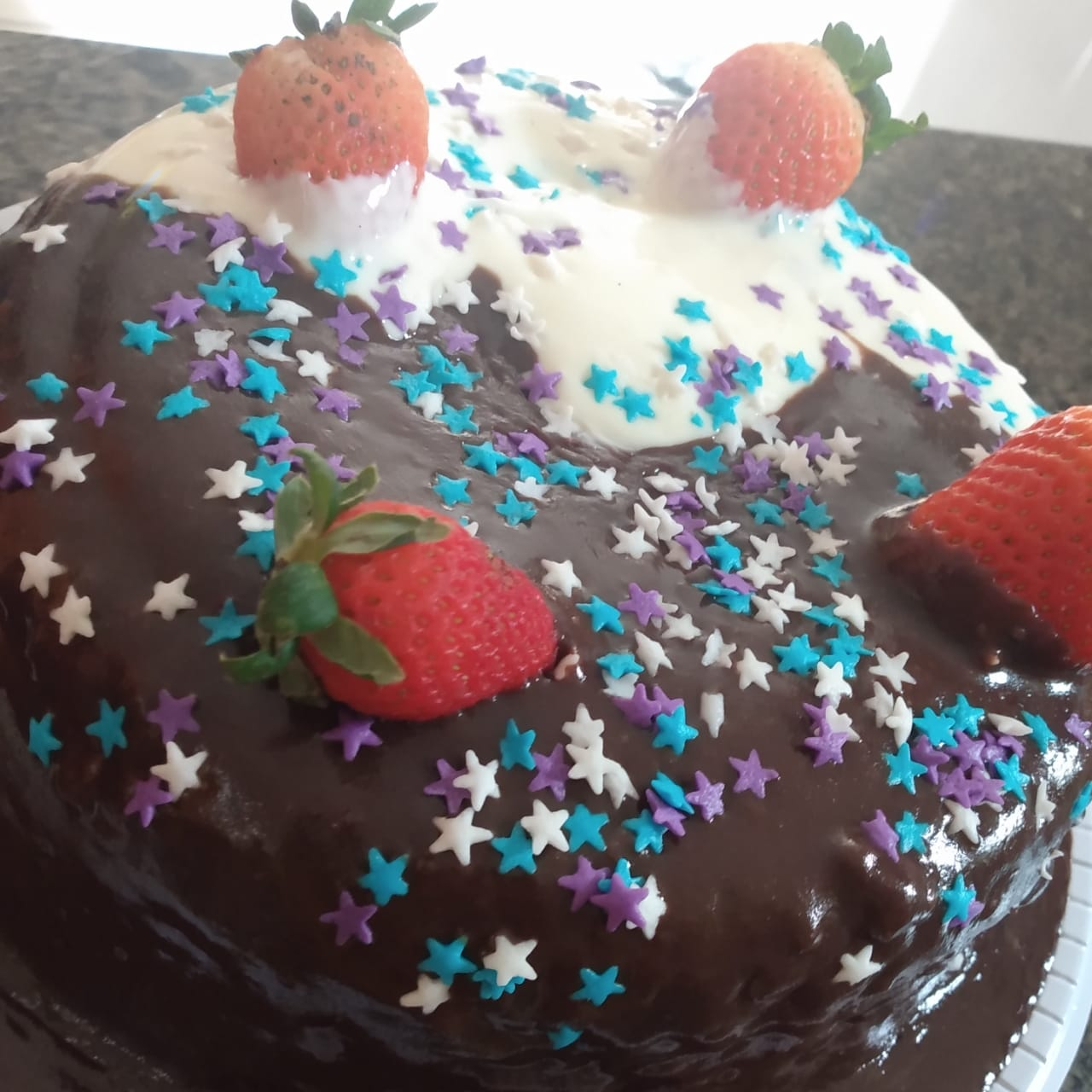 01 bolo pra 15 pessoas, 100 salgadinhos fritos e 06 cupcakes de 130,00 por apenas 99,90