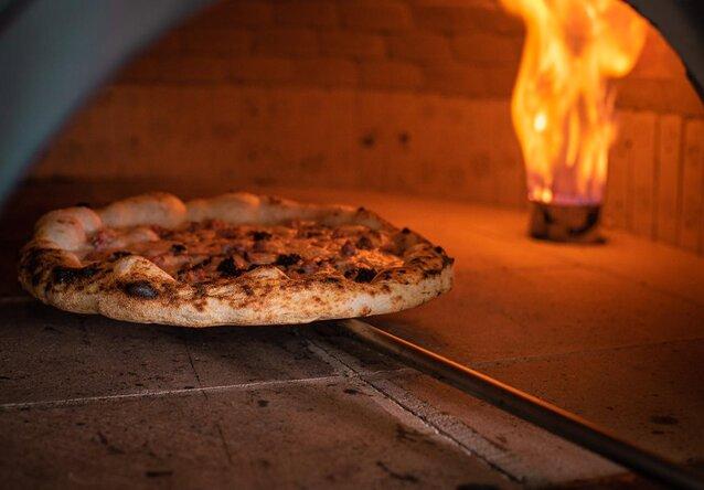 Pizza Artesanal Perfeita! Pizza Napoletana Grande de R$49,90 por apenas R$42,90 no La Fiorita Pizza!