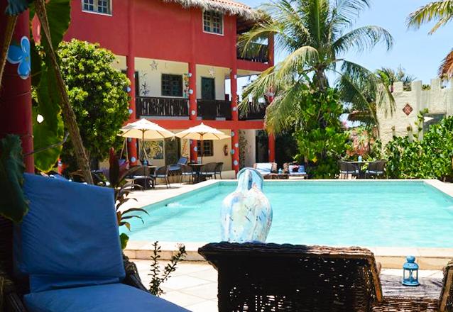 Em Canoa Quebrada a parada é na Pousada Castelinho! 2 diárias para 2 adultos e 1 criança até 5 anos + café da manhã na Pousada Castelinho por apenas R$399