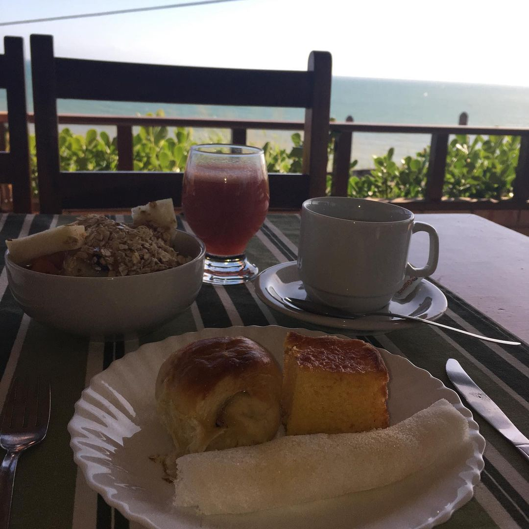 1 diária para 2 adultos e 01 criança até 06 anos (suíte jardim) de domingo a quinta  + café da manhã de R$220 por apenas R$159