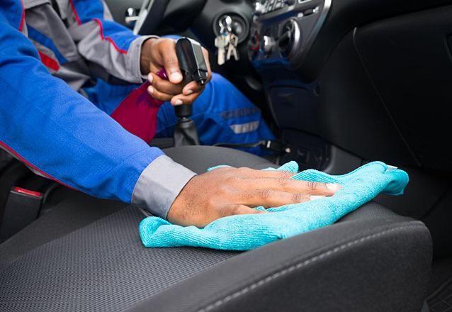 Lavagem e higienização de bancos + teto forro de porta + aspiração + gel no painel e em todas as partes plásticas + aromatização de R$140 por apenas R$69,90 na Ecomax Lar!