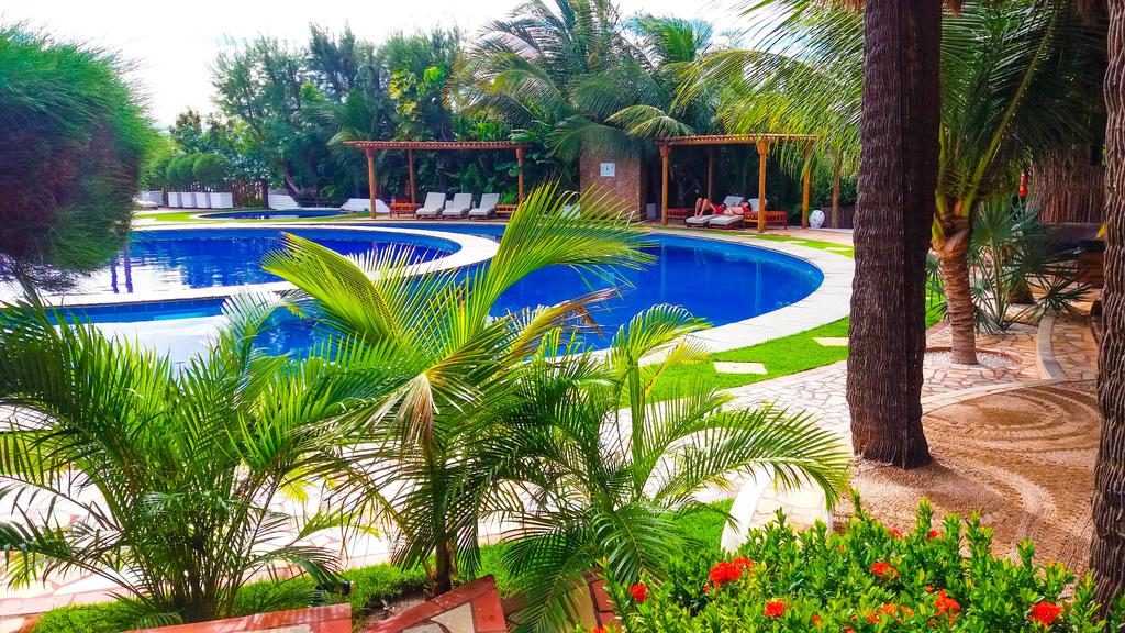 O Luxo e conforto do hotel Long Beach é sua melhor opção em Canoa! Agora com vagas para fim de semana até 2022! 02 diárias no final de semana em categoria standart (vista jardim) para 2 adultos + café da manhã de R$620 por apenas R$350