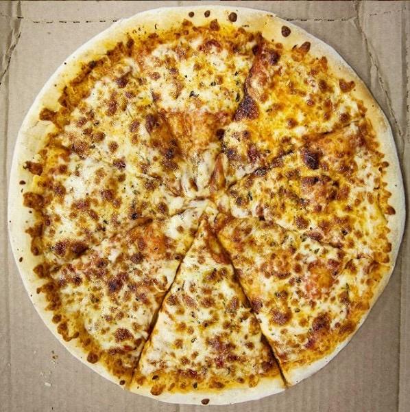 Pizza brotinho (qualquer sabor) + refrigerante lata de R$38,90 por apenas R$28,90