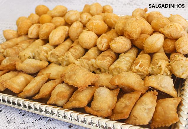 O sabor especial que toda festa merece!! 100 salgados fritos variados (coxinha, bolinha de queijo, risole misto e pastelzinho) na Delicia Doces e Salgados de R$29,99 por apenas R$14,99