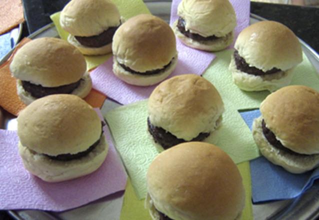 30 mini Hambúrgueres por apenas R$69