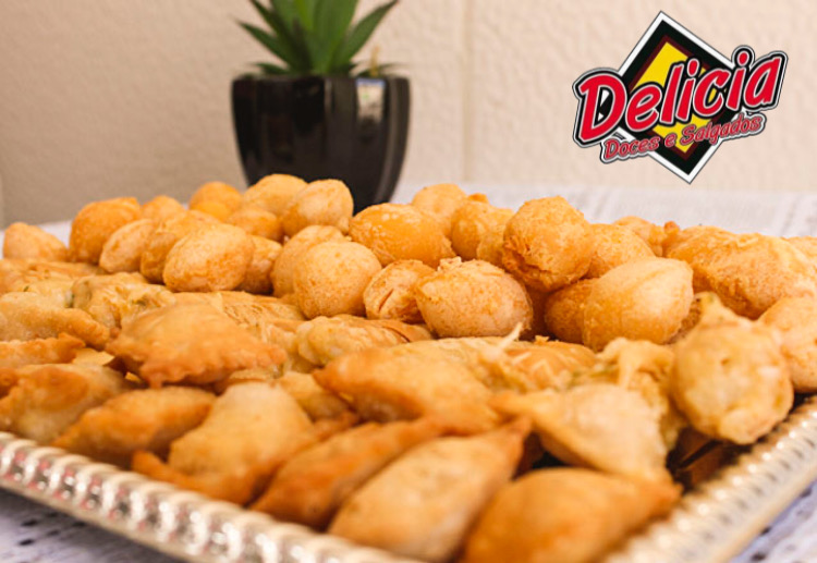 O sabor especial que toda festa merece!! 100 salgados fritos variados (coxinha, bolinha de queijo, risole misto e pastelzinho) na Delicia Doces e Salgados de R$29,99 por apenas R$24,99