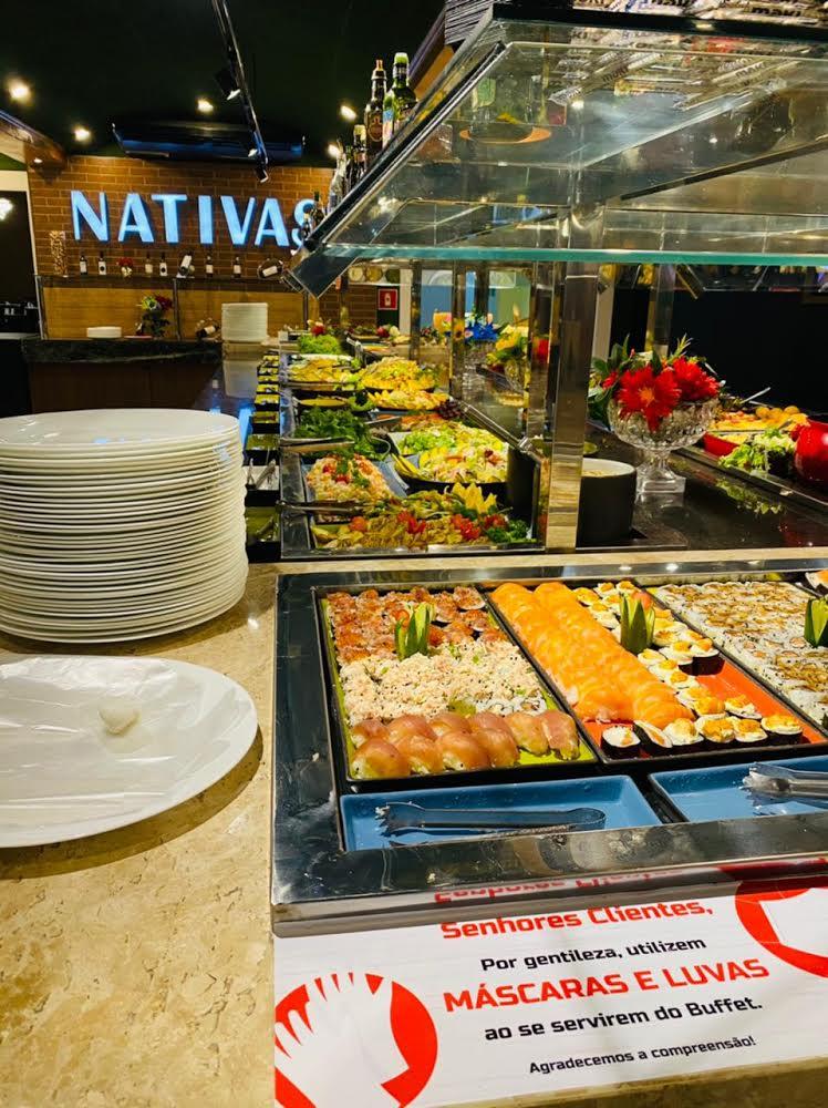O melhor rodízio de carnes nobres é no Nativas Grill Fortaleza! 01 rodízio completo (Mais de 15 cortes de carnes nobres + buffet completo de sushis, saladas, massas e frutos do mar) + 01 drink (caipirosca ou caipirinha) de R$74,90 por apenas R$54,90