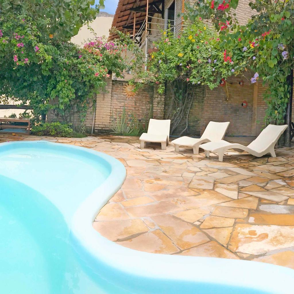 As férias ficam ainda melhores em Flecheiras!! 2 Diárias na semana para 2 adultos e 1 criança de até 4 anos + café da manhã por apenas R$349,90 na Pousada Vira Sol