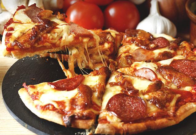 Rodízio completo: Pizza salgada + doce + salgadinho + batata frita + refrigerante + suco e água (Segunda a quinta) de R$29,90 por apenas R$21,90