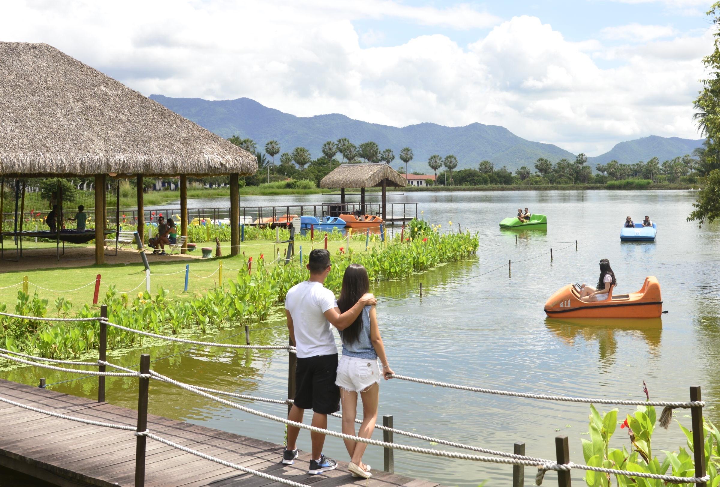 Ingresso de entrada no iPark + 1 Passeio de pedalinho no lago + Banho de piscina de pedra (água natural) + Banho no lago é muito mais por apenas 29,99
