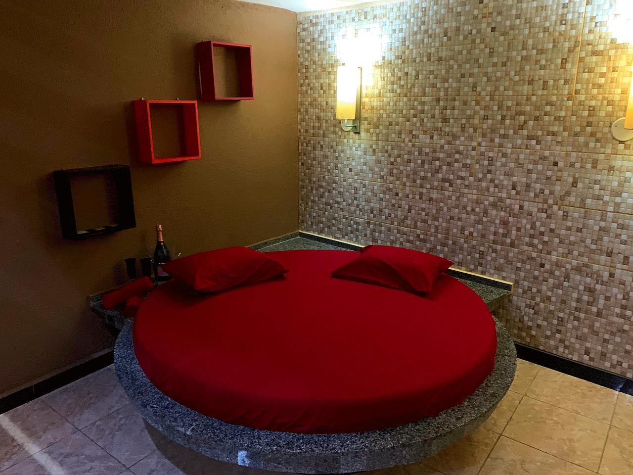 2h com 1h de Bônus na Suíte Duplex Luxo de R$121,49 por apenas R$75,90 no Motel Emoções- Fátima