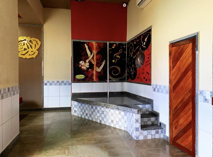 2 hrs + 1h de Bônus em Suíte grande emoções de R$209,99 por apenas R$139,90 no Motel Emoções - Jacarecanga