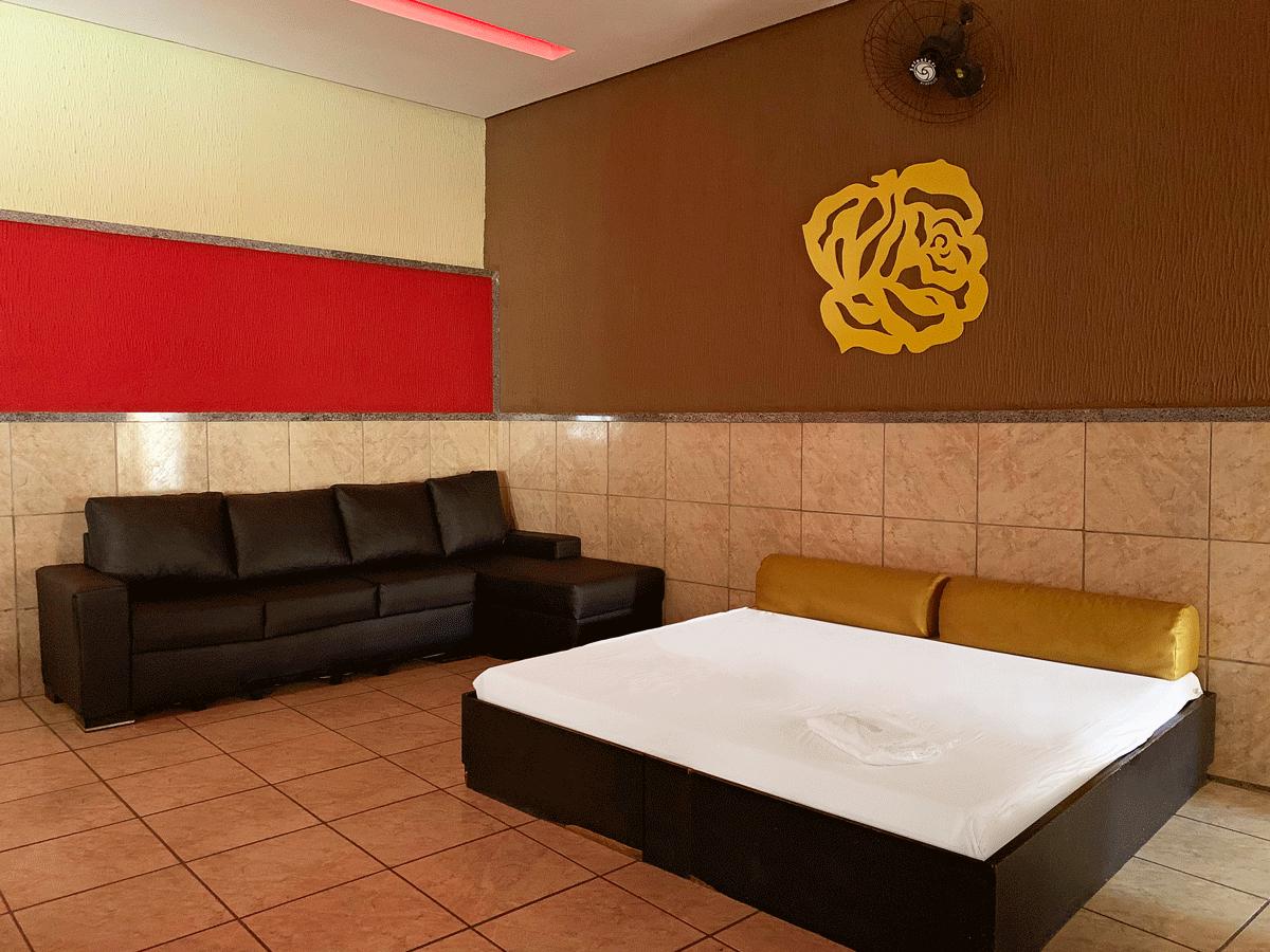 2h + 1h de Bônus em Suíte Grandes Emoções de R$179,99 por apenas R$118,90 no Motel Emoções - Barra do Ceará