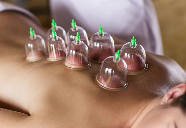 Para relaxar e se cuidar nas mãos de quem entende!! Ventosaterapia com liberação miofascial local ou massagem relaxante corporal com velas de R$65 por apenas R$49,90 na Estheticenter