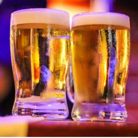 Vai uma geladinha aí? Dois Chopps Heineken 355 ml de R$21,80 por apenas R$9,90 no Bulls Beer House