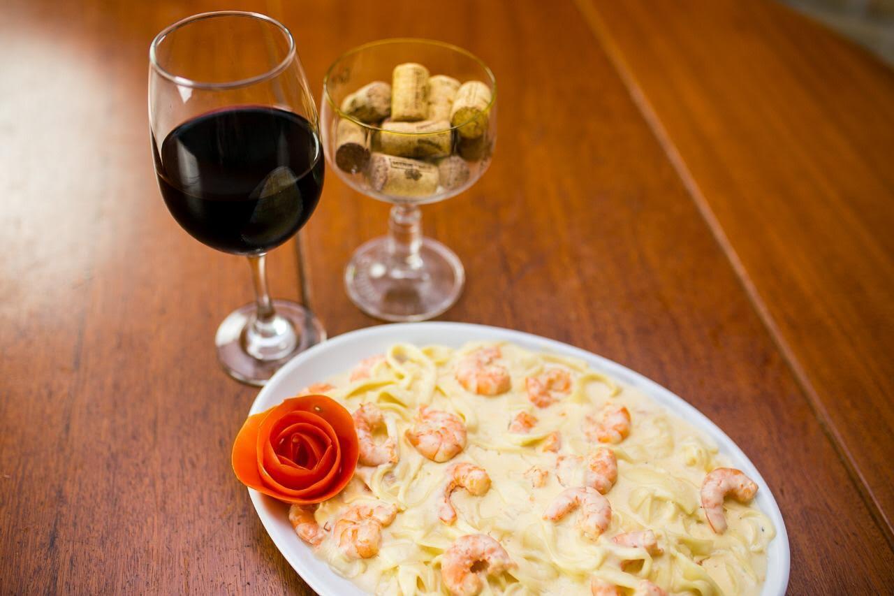 Rodízio de qualidade é no Fratelli la Pasta! 01 rodízio completo de pizzas, esfihas e massas de R$44,90 por apenas R$39,90