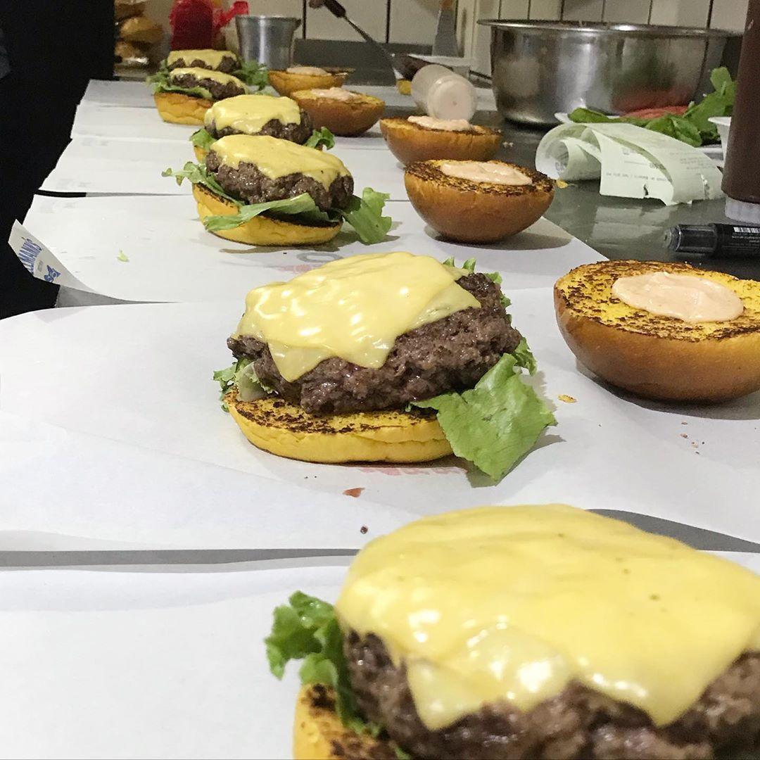 Super nova loja Jango Burger Aldeota! 01 Crock de R$27 por apenas R$19,90. Uma das maiores delícias de Fortaleza!