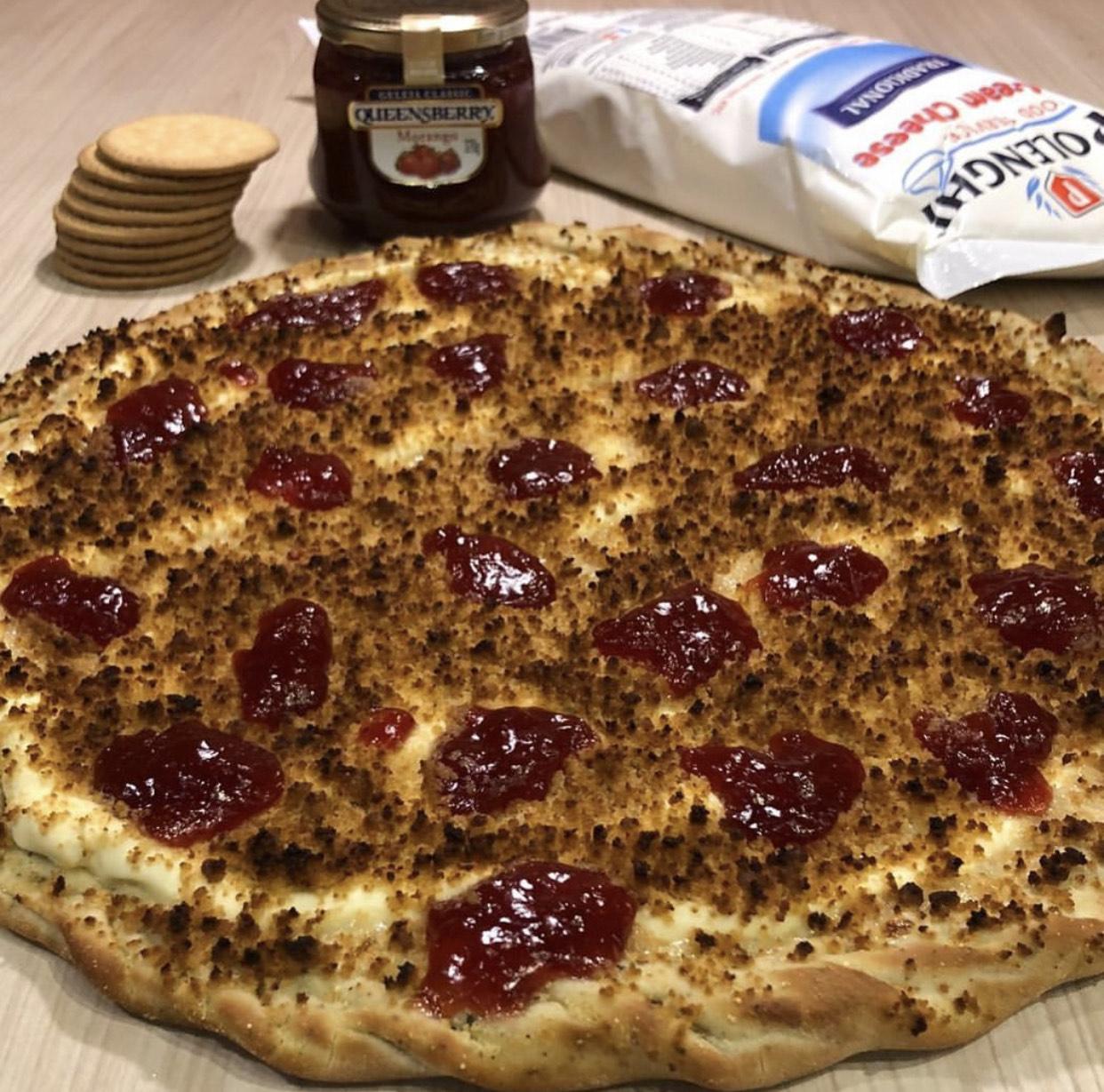 A Hot Box Pizza chegou no Barato com o cardápio mais ousado de Fortaleza! Pizza Grande Hot Supreme ou Peito de Peru Prime de R$65 por apenas R$45,50 + 20% extra em 1 pizza doce!
