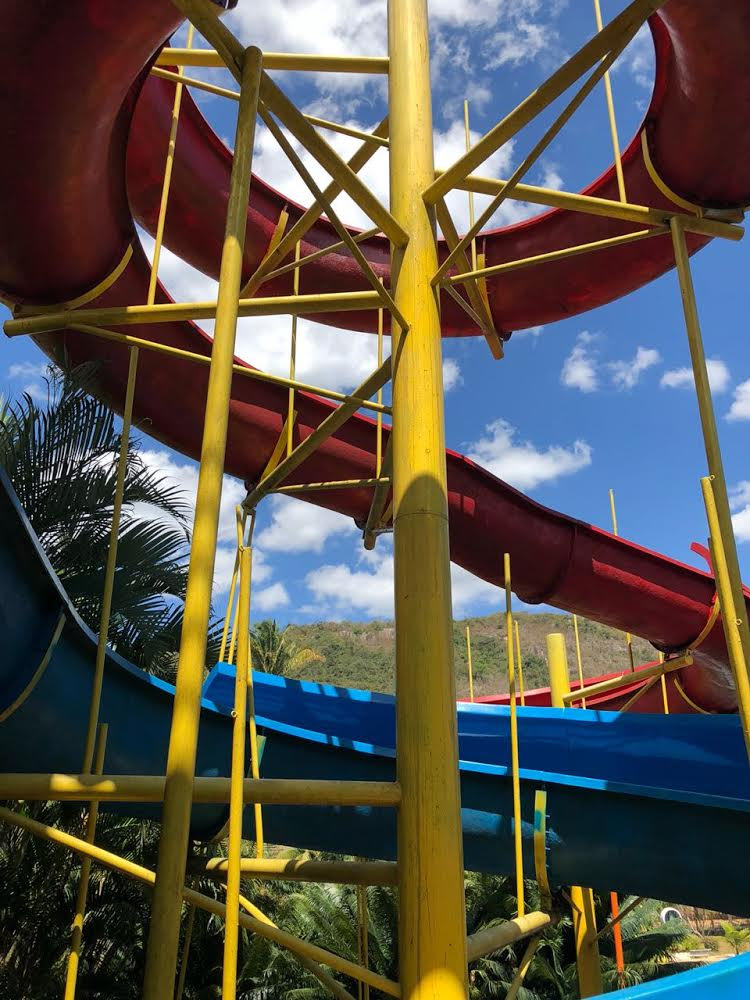 2 diárias (domingo a quinta) para casal e 2 crianças + café + Jantar + Parque Aquático + Sessão de cinema de R$760 por R$399