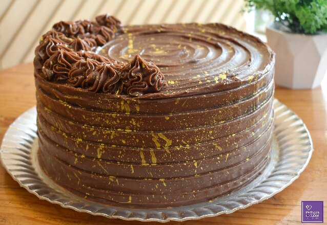 Pedaços de Sabor + Barato é uma delícia! Bolo Brownie Médio para 25 a 30 pessoas de R$165 por apenas R$119,90. Válido para delivery!