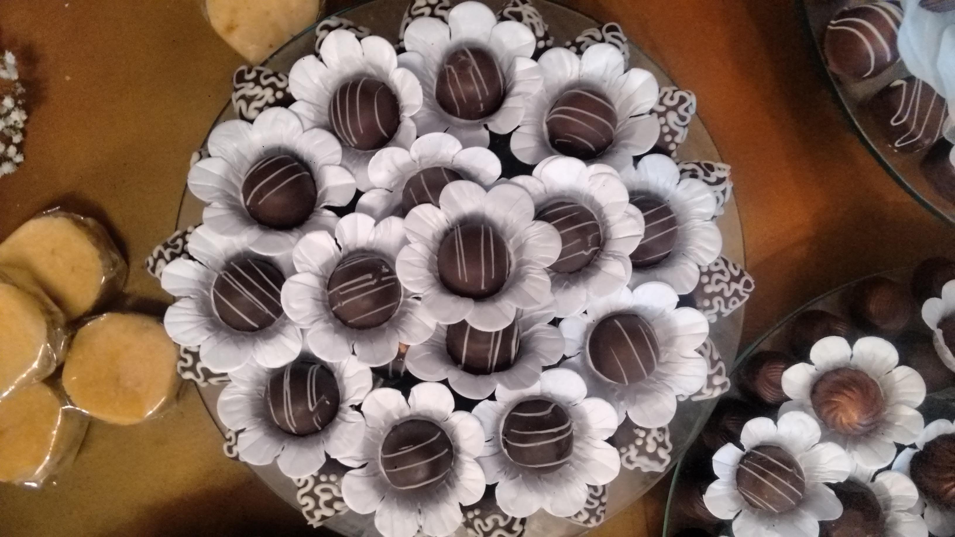 50 Bombons finos crocantes decorados de R$45 por apenas R$27,90