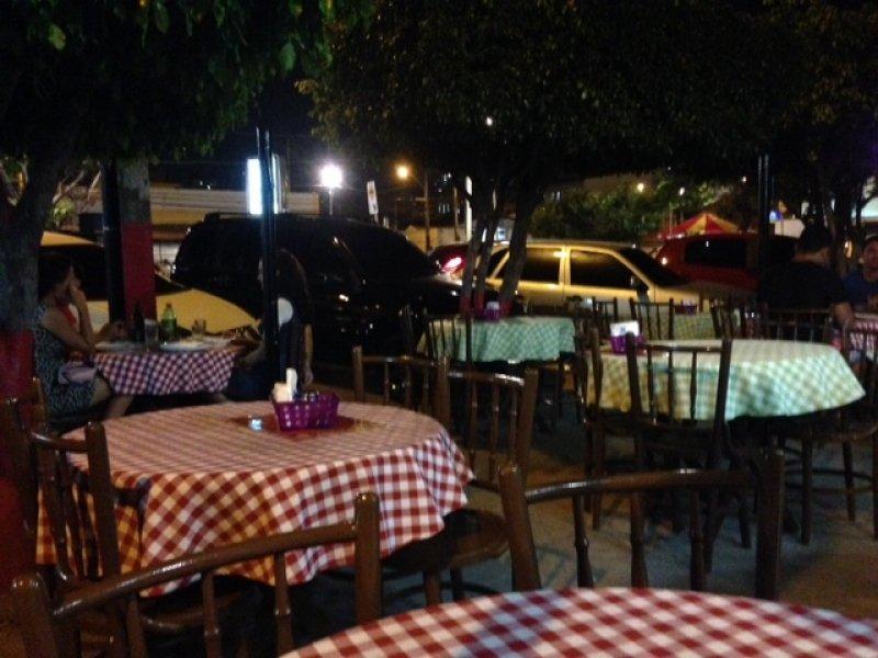 A parada para saborear as melhores da Cidade!! Combo de 6 esfihas de qualquer sabor (sendo 4 salgadas + 2 doces) + 01 guaraná de 01 litro de R$29,90 por apenas R$24,90 na Don Pisani Pizzas e Esfihas #Diadocliente