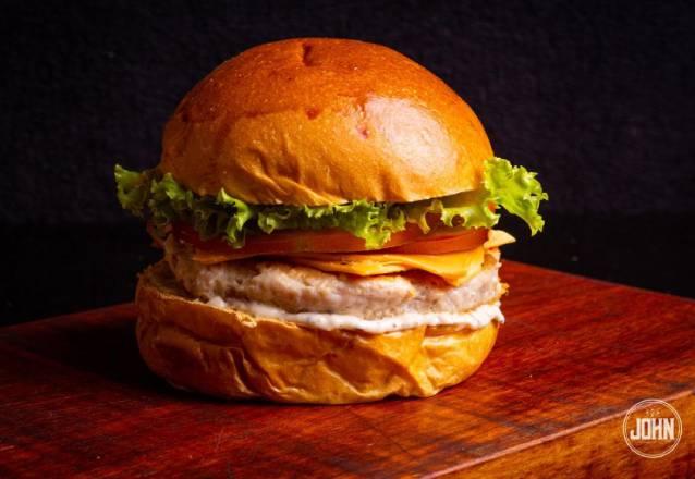 Difícil resistir! John Burger ou Classic Burger ou Pork Burger de R$19,90 por apenas R$16,90 no John Burger! #Diadocliente