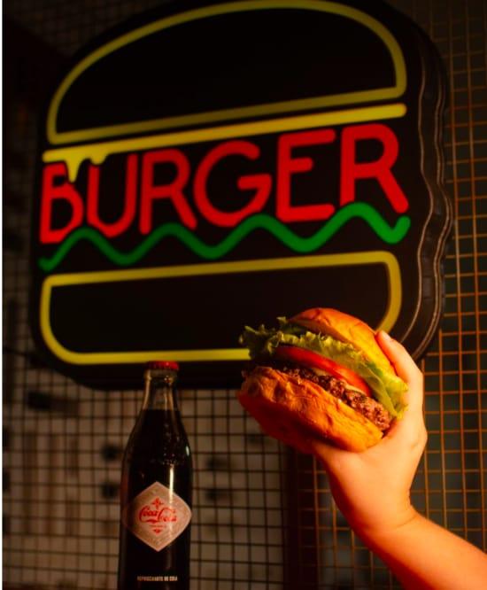 É de dar água na boca! 01 Hambúrguer Artesanal Meat And Cheese, Melts, Blue Rings ou Classic por apenas R$15,90 na Hamburgeria 88 Parquelândia! #Diadocliente