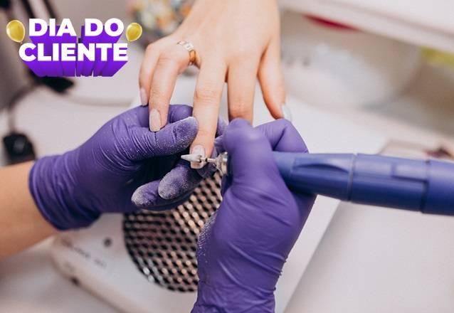 O melhor pra suas mãos é na Estheticenter!! Alongamento de unhas com porcelana + Cutilação + Esmaltação por apenas R$99! #Diadocliente