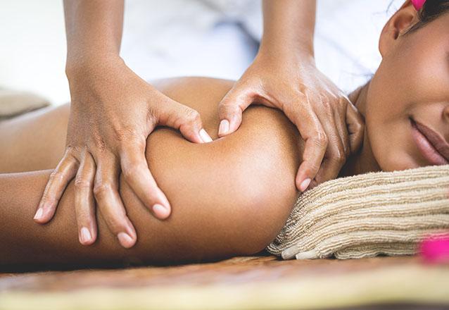 Drenagem Linfática ou Massagem Relaxante + Esfoliação dos Pés de R$80 por apenas R$55