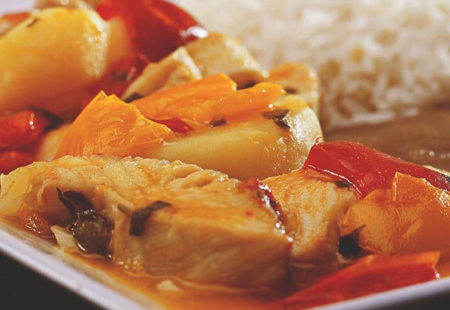 Os melhores pratos da Churrascaria Skina 7 você encontra no Barato Coletivo! Peixada a Moda (com Sirigado) para 2 pessoas por R$67,85