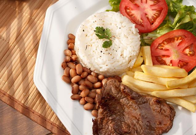 O melhor almoço, no melhor lugar! Almoço Executivo com 3 opções de pratos (carne, peixe ou frango + 2 acompanhamentos) no Faustino Fortaleza por R$18,99