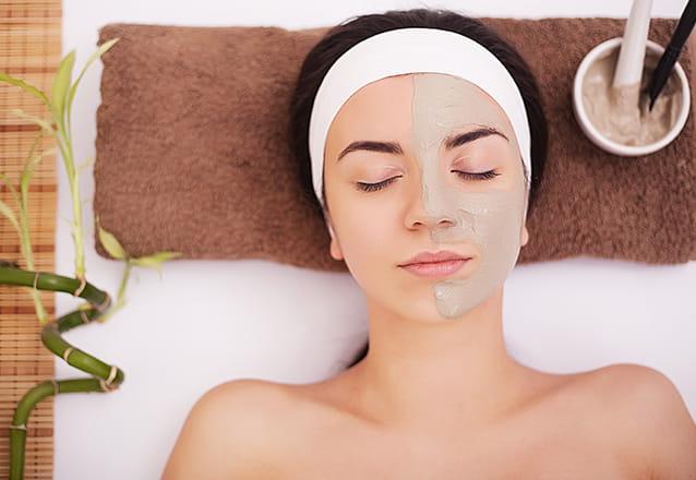 Limpeza de pele facial por sucção + Máscara de Porcelana + Peeling Enzimático + Alta Frequência + Proteção de R$190 por R$29,90