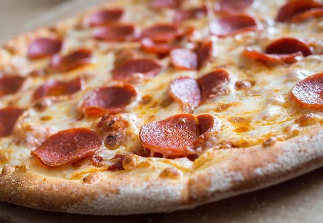 Pizza + Refri = combinação perfeita! 01 Pizza Grande + Refrigerante (1,5L) na HM Lanches de R$31,30 por apenas R$24,90