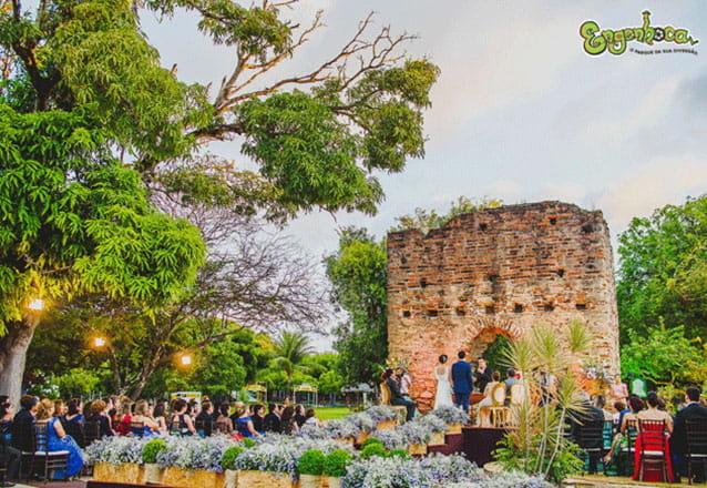 Celebre o seu casamento e eternize o melhor dia da sua vida no Engenhoca Parque! Aluguel do Espaço Ruínas com capacidade para até 800 pessoas por R$7.200